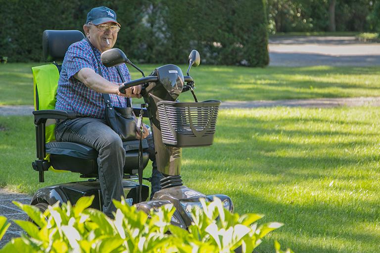 de tuin is aangepast voor rolstoelpatiënten